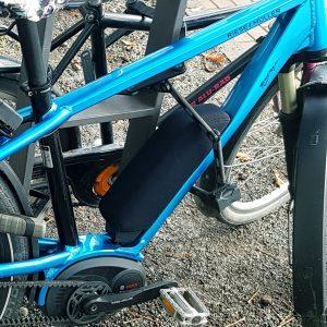 Riese & Müller E-Bike mit Neopren auf Akku von Bosch macht winterfest